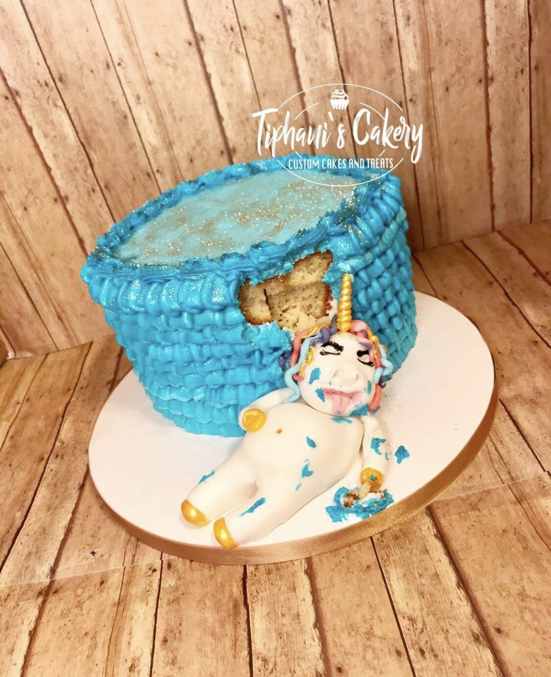 Stuffed Unicorn Cake(6 Inch Round)
