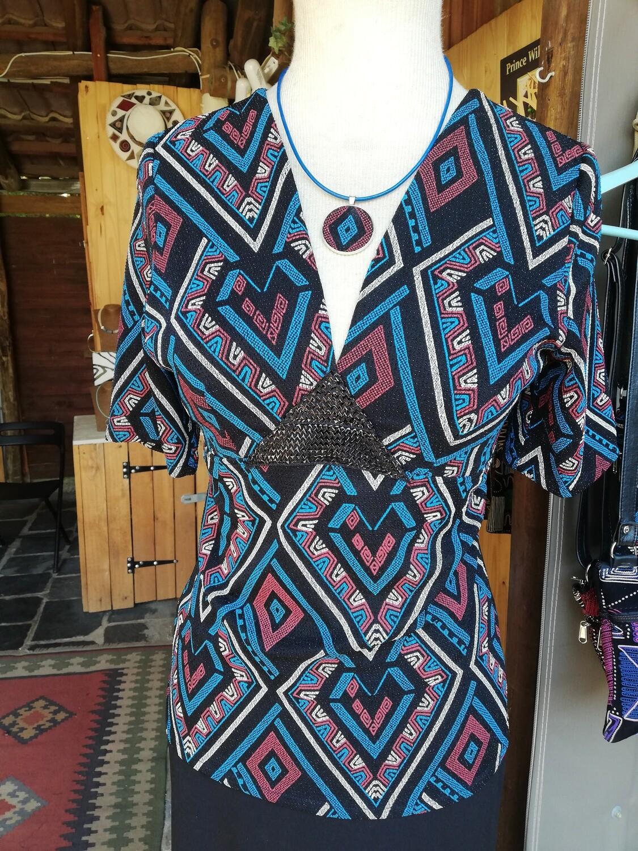 V-neck Afro Politan blouse, with black back