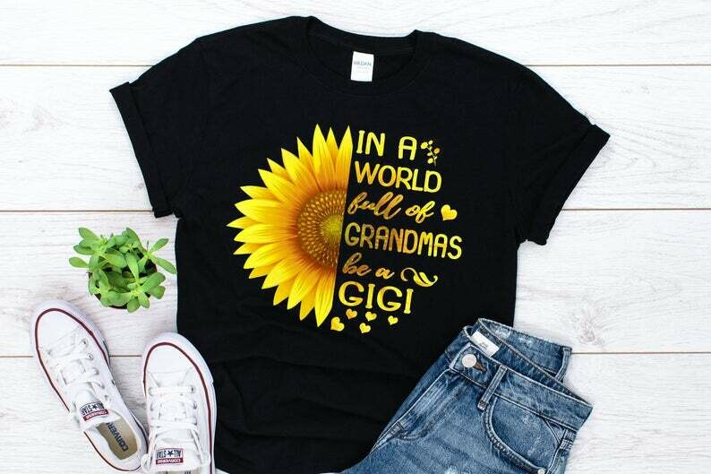 In a World Full Of Grandmas Be a Gigi Sunflower T-shirt for Women - Grandma Birthday Gift - Gift for Gigi
