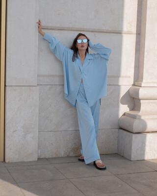 Атласный костюм в пижамном стиле в небесно голубом цвете