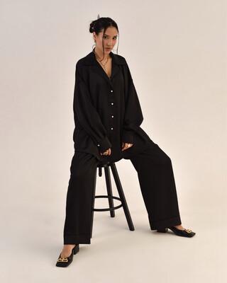 Атласный костюм в пижамном стиле в чёрном цвете