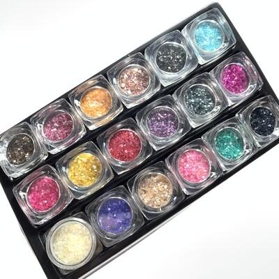Glinsterende parel stukjes voor nailart. Set van 18 kleuren