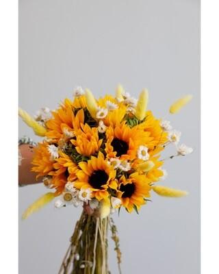 Elegant sun flowers hand bouquet