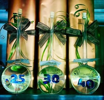 Mundgeblasene Flasche mit Jahreszahl 25