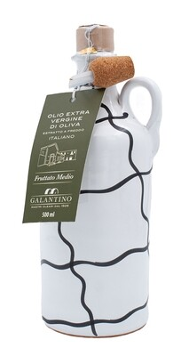Olivenöl im Tonkrug