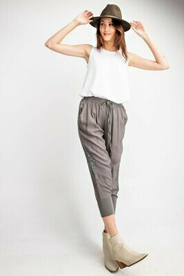 Embroidered Twill Capri Pants