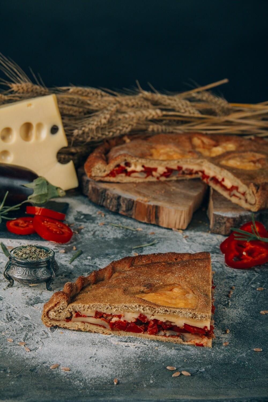 Пицца с баклажанами и моцареллой