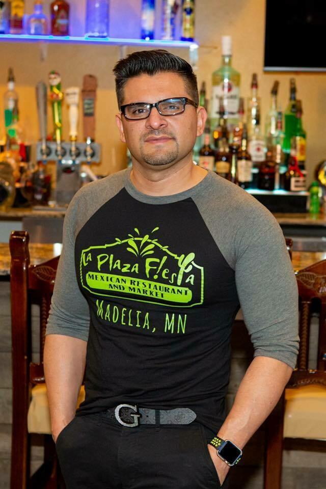 Plaza Logo - 3/4 Sleeve Shirt