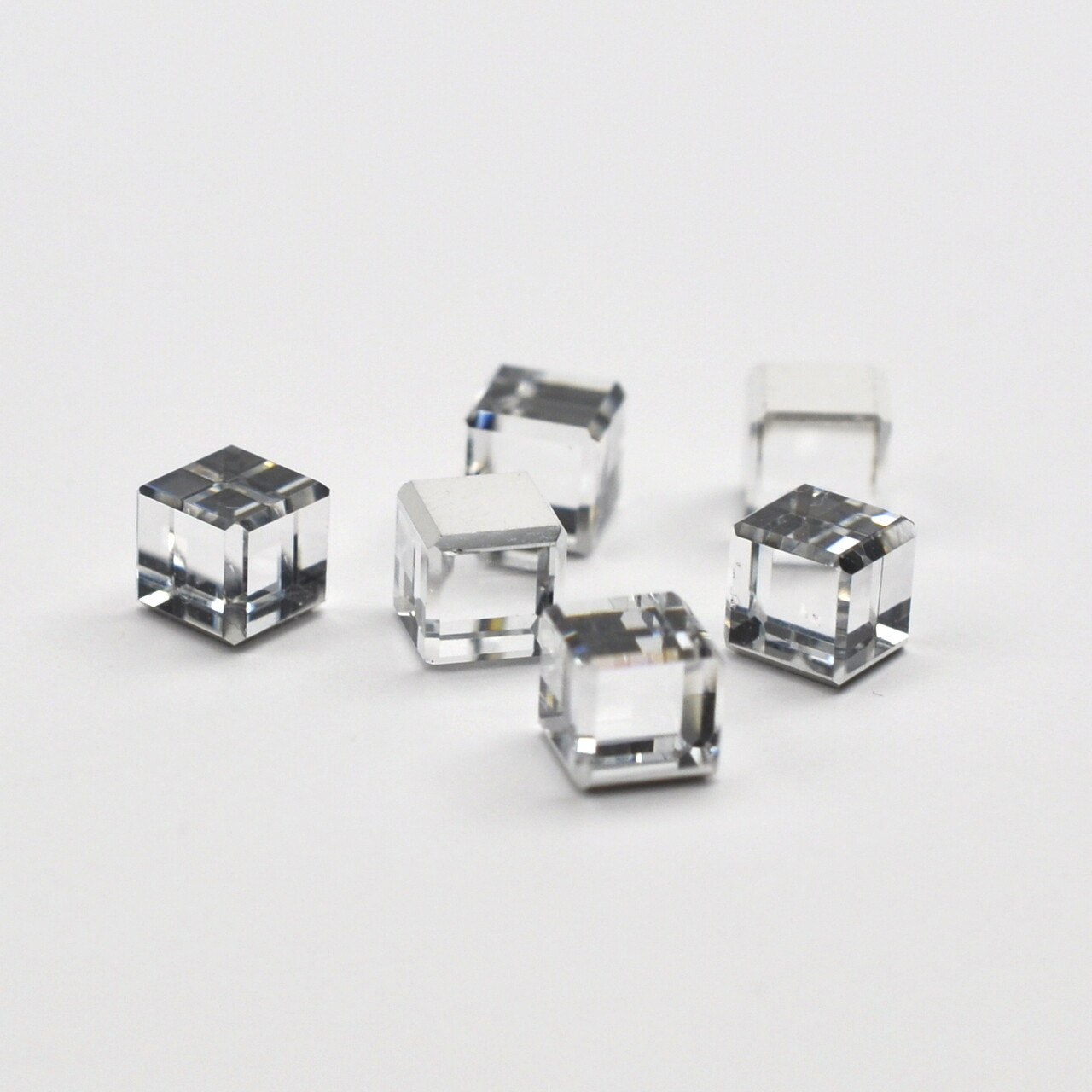 #4840 Comet Argent Light Cube 4 mm (6 pcs)