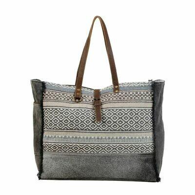 Minimal Rhombus Patterned Weekender Bag