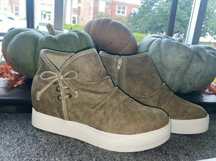Classy Wedge Sneaker
