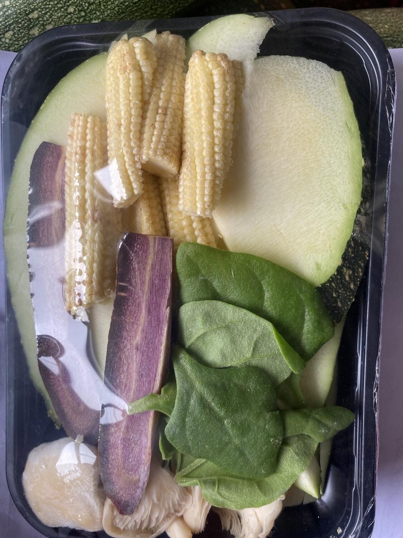 Salteado espinaca bb , choclo bb , Zetas , zanahoria morada