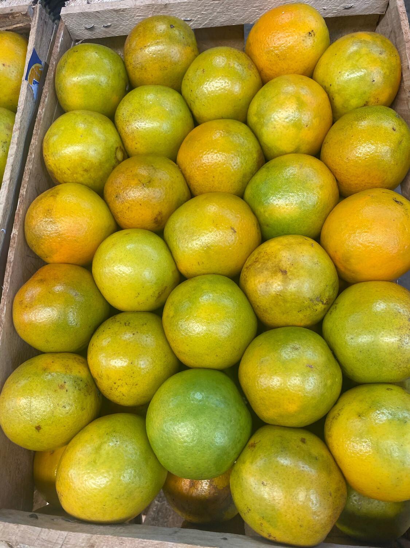 Cajón de naranja aprox 19 kilos granel