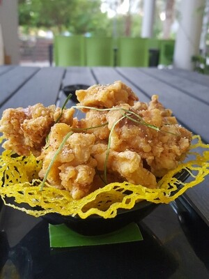 (GA RANG MUOI) Crispy Chicken With Lime Leaves & Salt