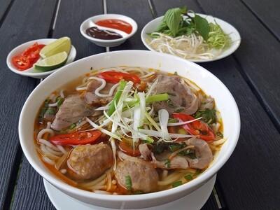 (BUN BO HUE) Spicy Lemongrass Hue Style Noodle Soup
