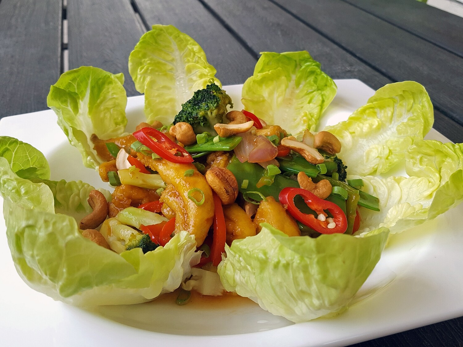 (GA XAO HAT DIEU) Chicken fried with vegetables and cashew nuts