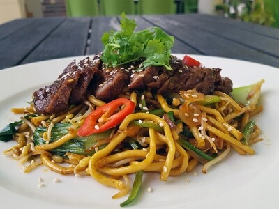 (MI SOBA XAO BO BIT TET) Teriyaki Beef Steak and Soba Noodles