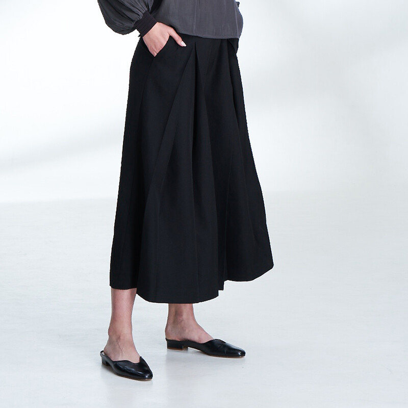 Inverted Pleat Wide-Leg Pants-BLACK