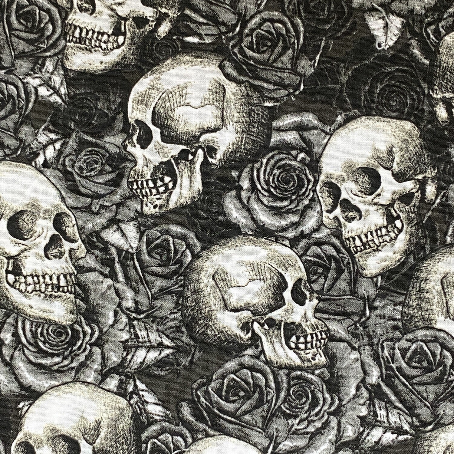 EasyFit Skulls and Roses Reusable Cloth Face Mask