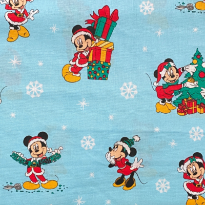 EasyFit Disney Mickey and Minnie Christmas Reusable Cloth Face Mask