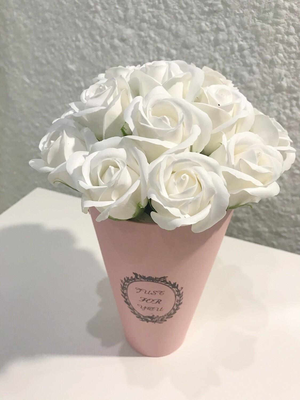 Композиция 11 мыльных роз.