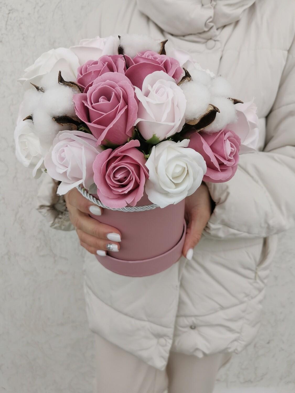 Композиция 23 мыльные розы+ 4 хлопка