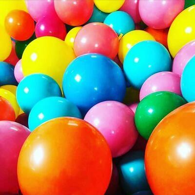 Floor balloons, air filled latex (no helium, will not floatt)