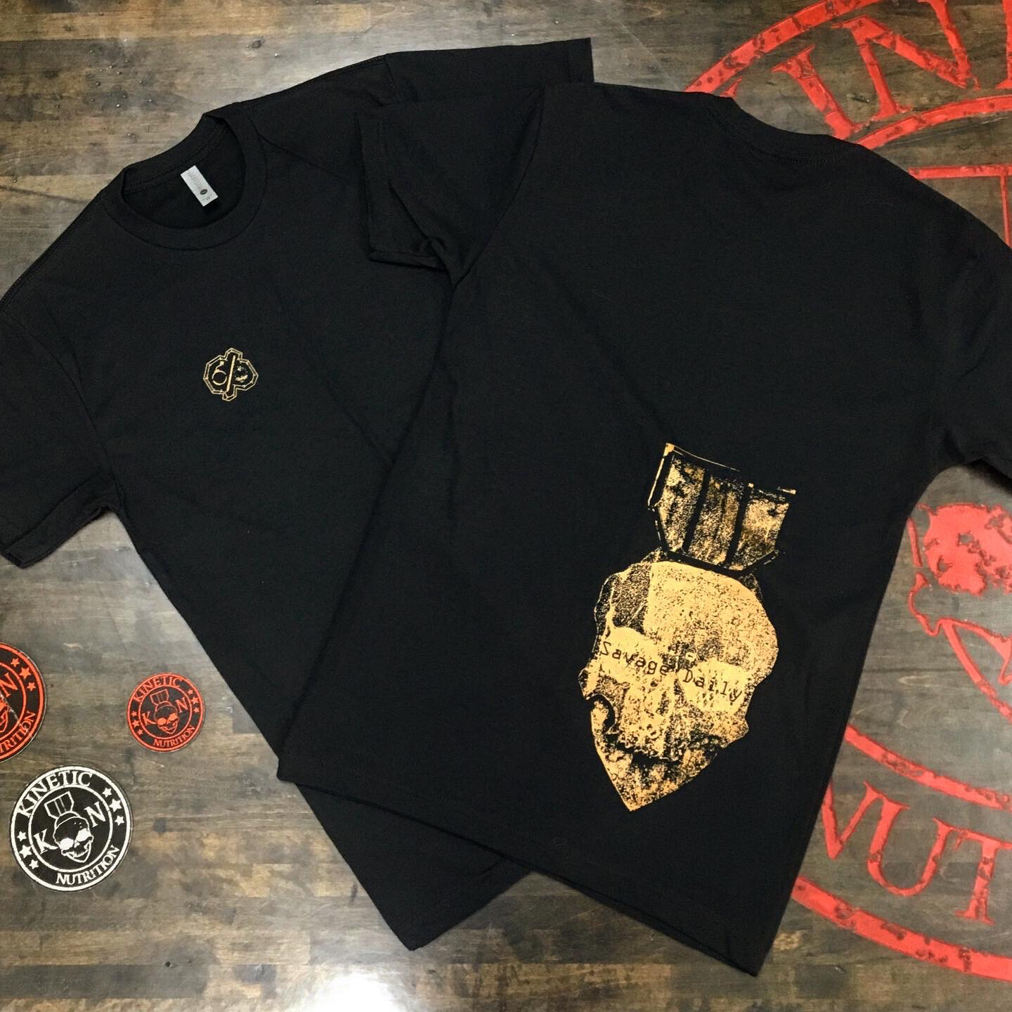 Bomb & Skull, Copper SAVAGE DAILY Black Tee