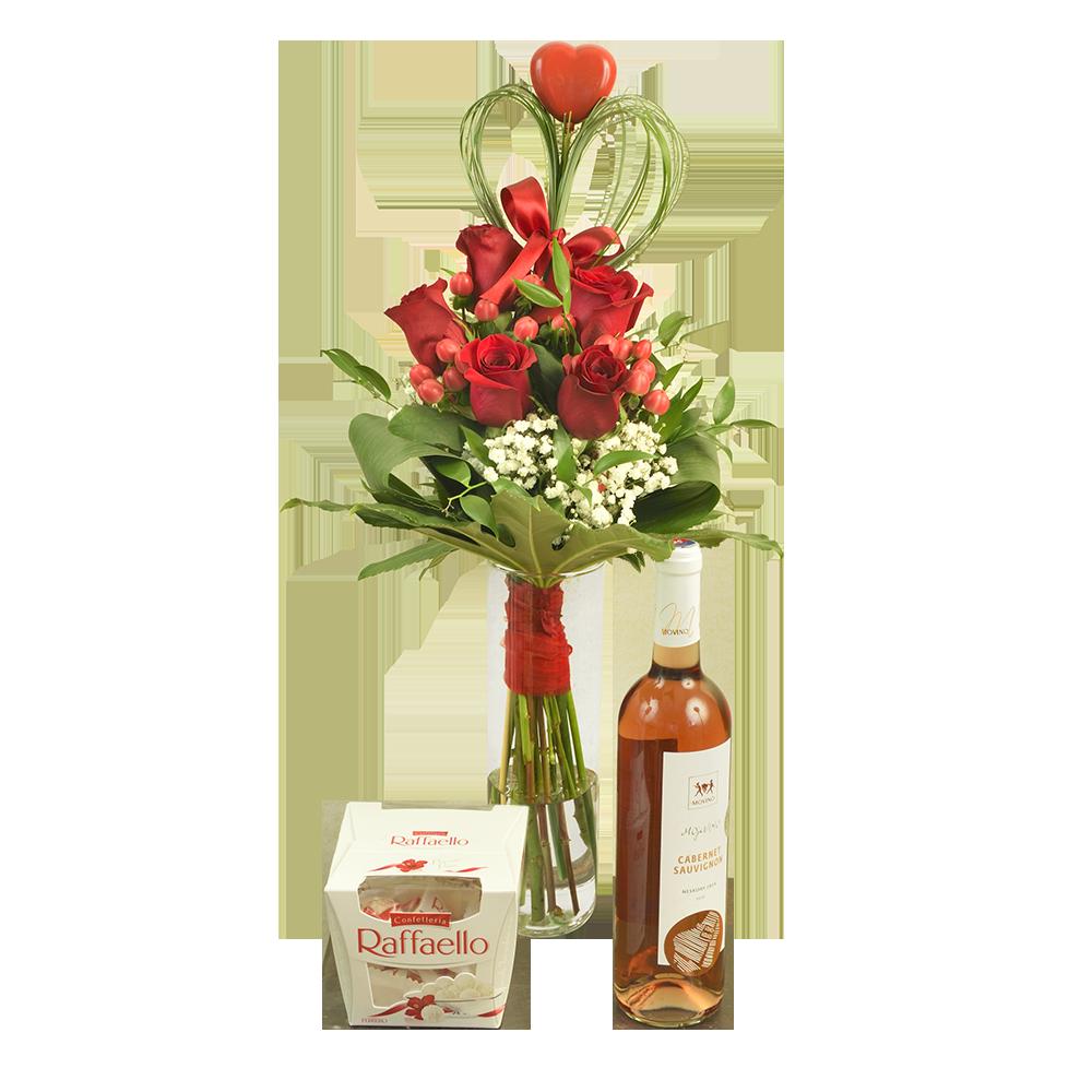 Kytica červených ruží s vínom a bonbónami
