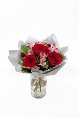 Elegantná miešana kytica ruží