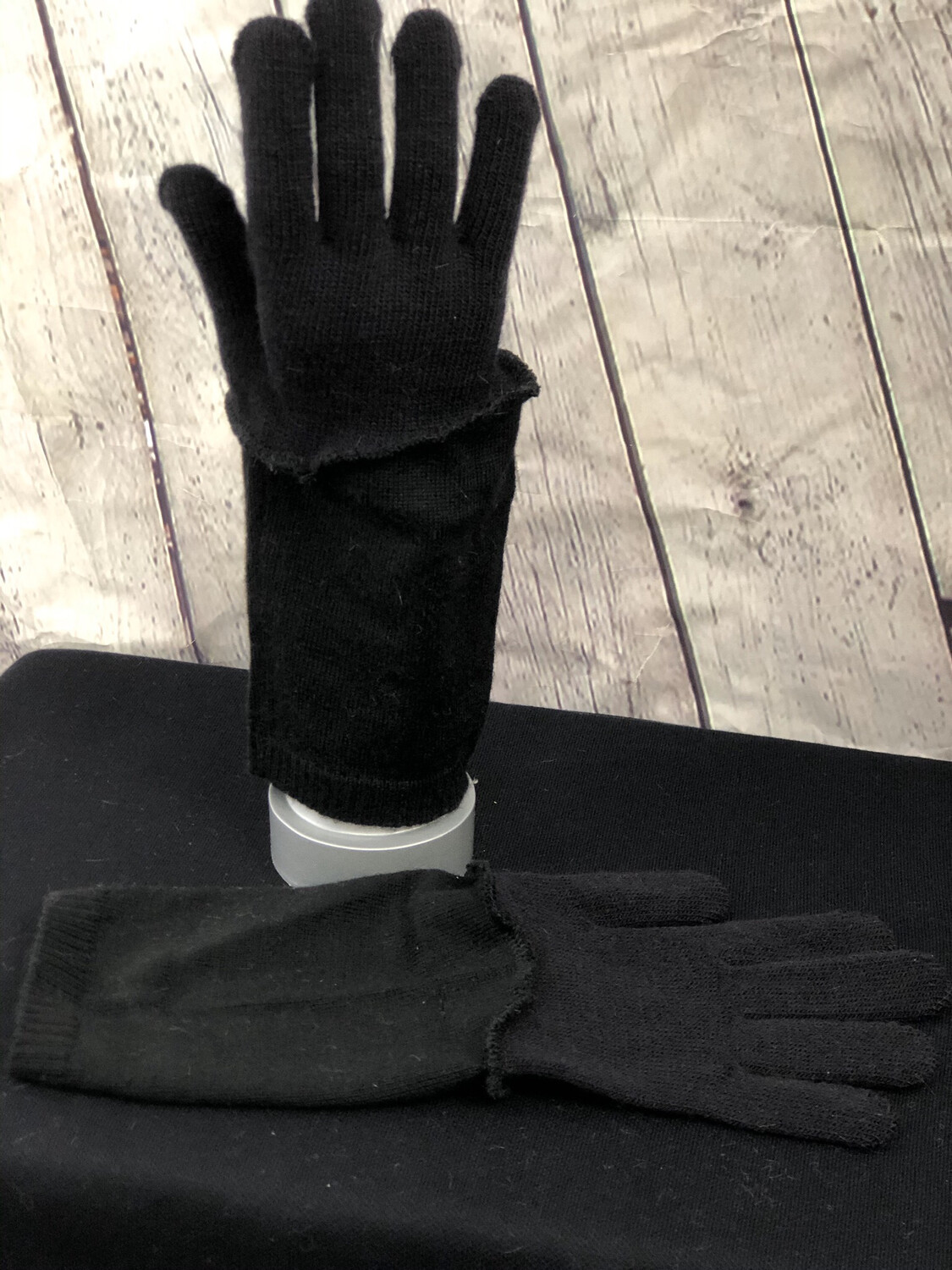 Thallo Upcycled Sweater Gloves