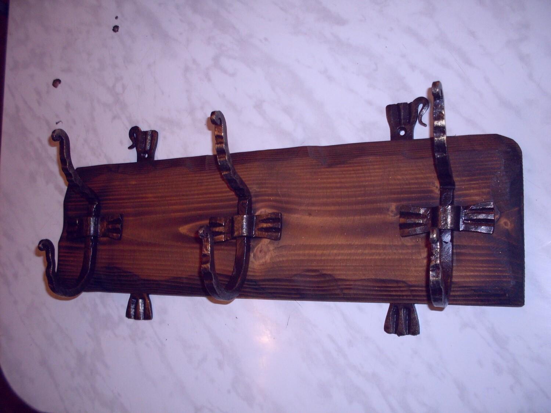 Вешалка с коваными крючками