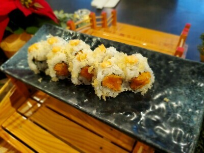 Salmon Spicy Crunch roll