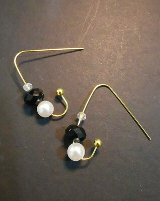 Earrings (Black bead and Pearl Color)