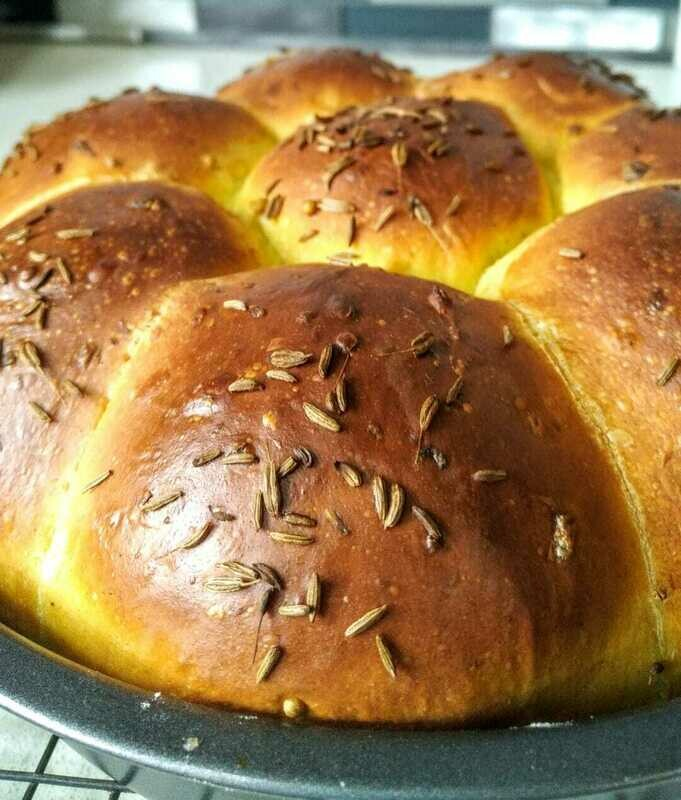 SPICED ONION BUNS Tear+Share