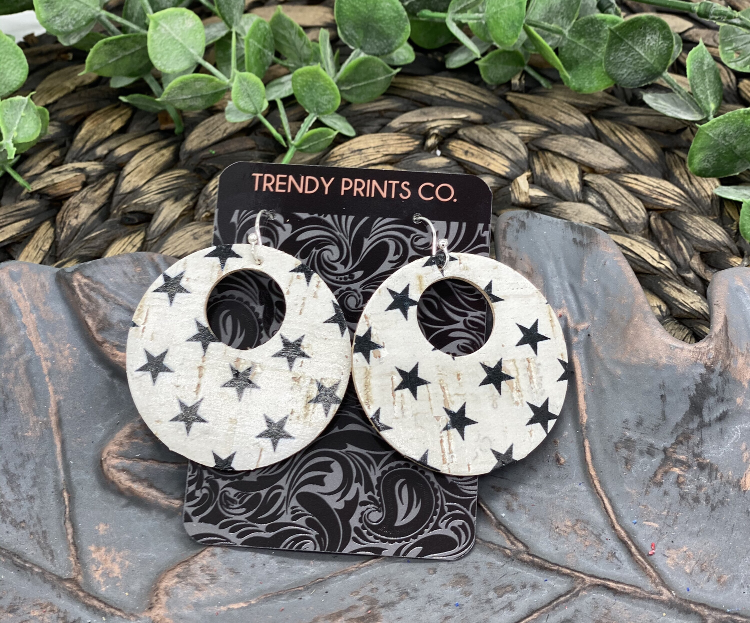 BLACK STARS CIRCLE CUT OUT CORK/LEATHER EARRINGS