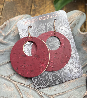 MAROON CIRCLE CUT OUT CORK/LEATHER EARRINGS