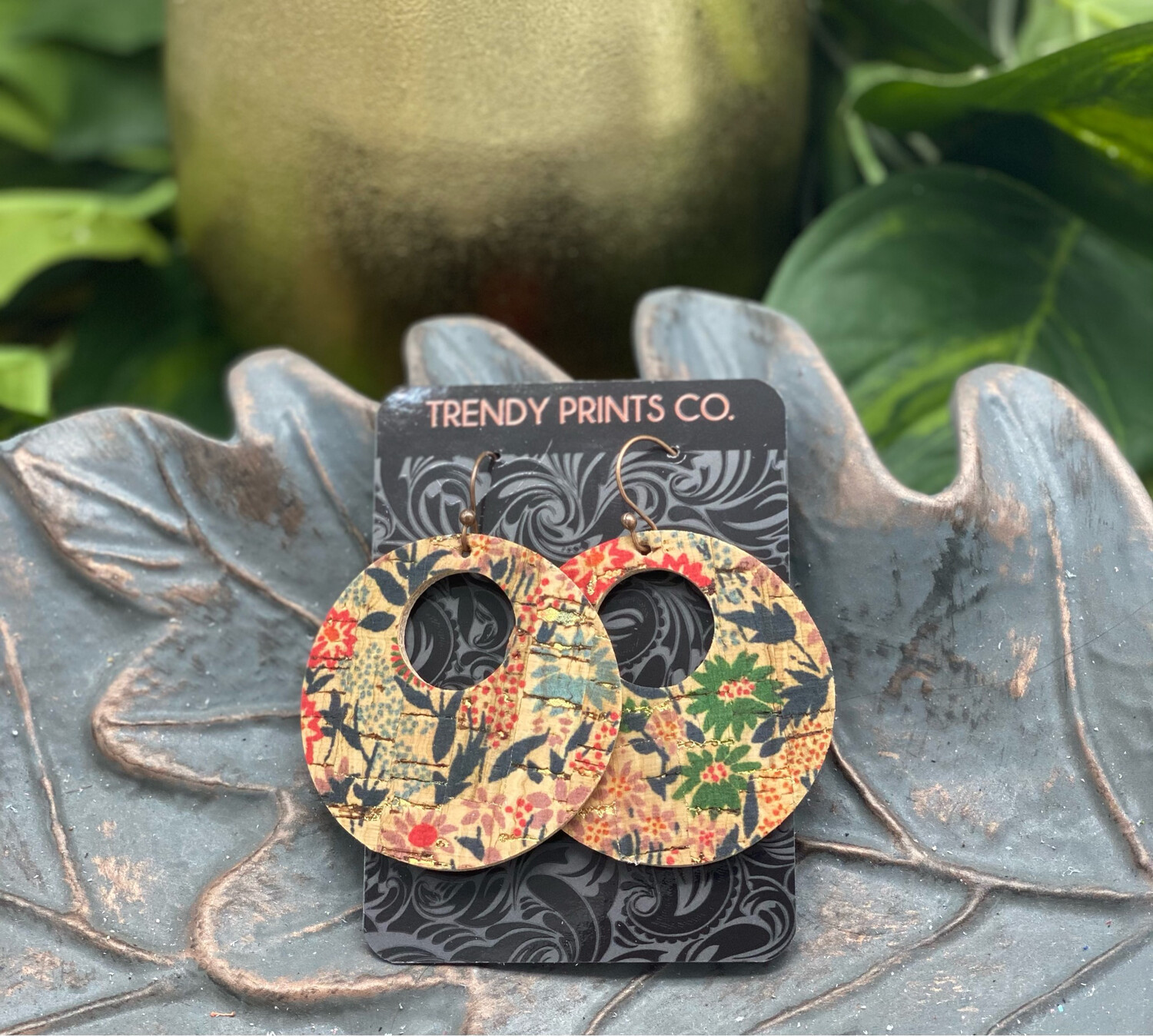 VINTAGE FLORAL CIRCLE CUT OUT CORK/LEATHER EARRINGS