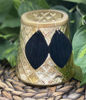BLACK PALM LEAF LETHER EARRINGS