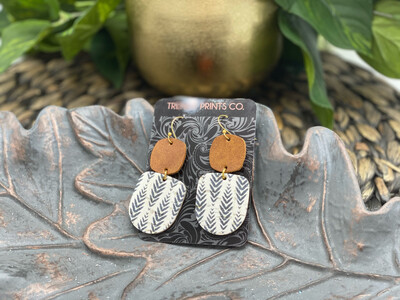 GREY ARROWS ON WHITE CORK GEOMETRIC LEATHER EARRINGS