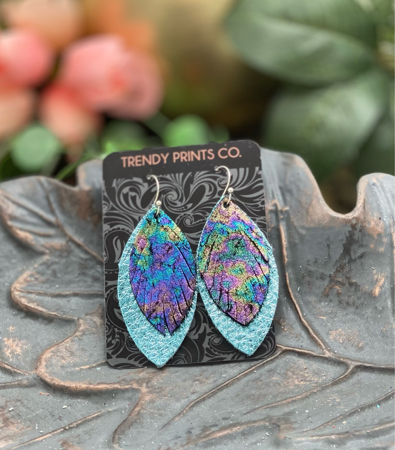 ANTIQUED MARBLE FEATHER LEATHER EARRINGS