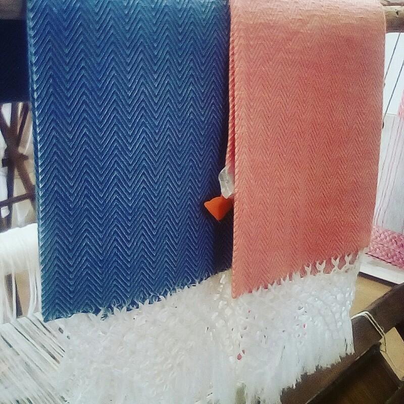 Asciugamano bagno in ginestra lavorata al telaio in legno