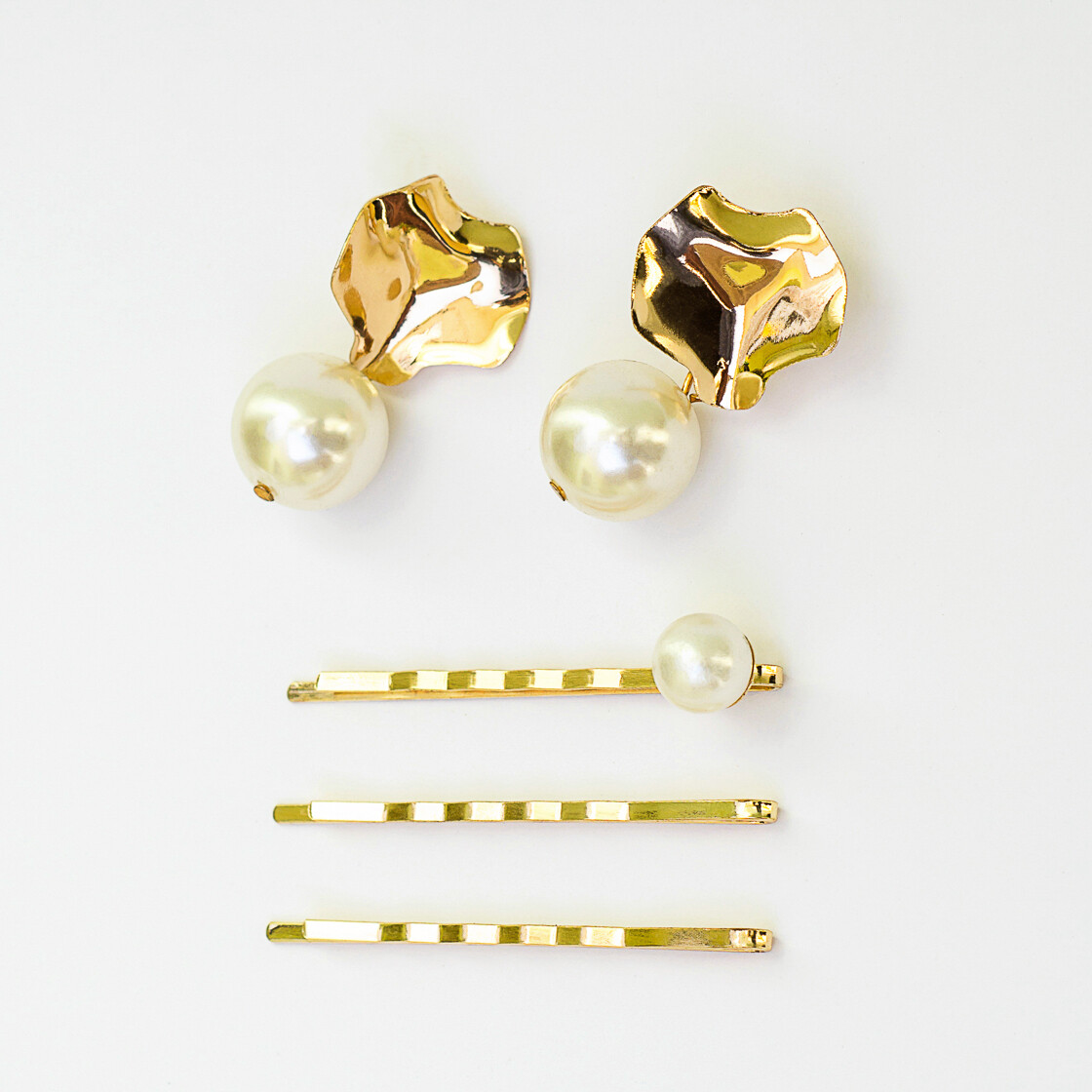 Juego de aretes y broche Gold - BLACKDOLL ACCESSORIES