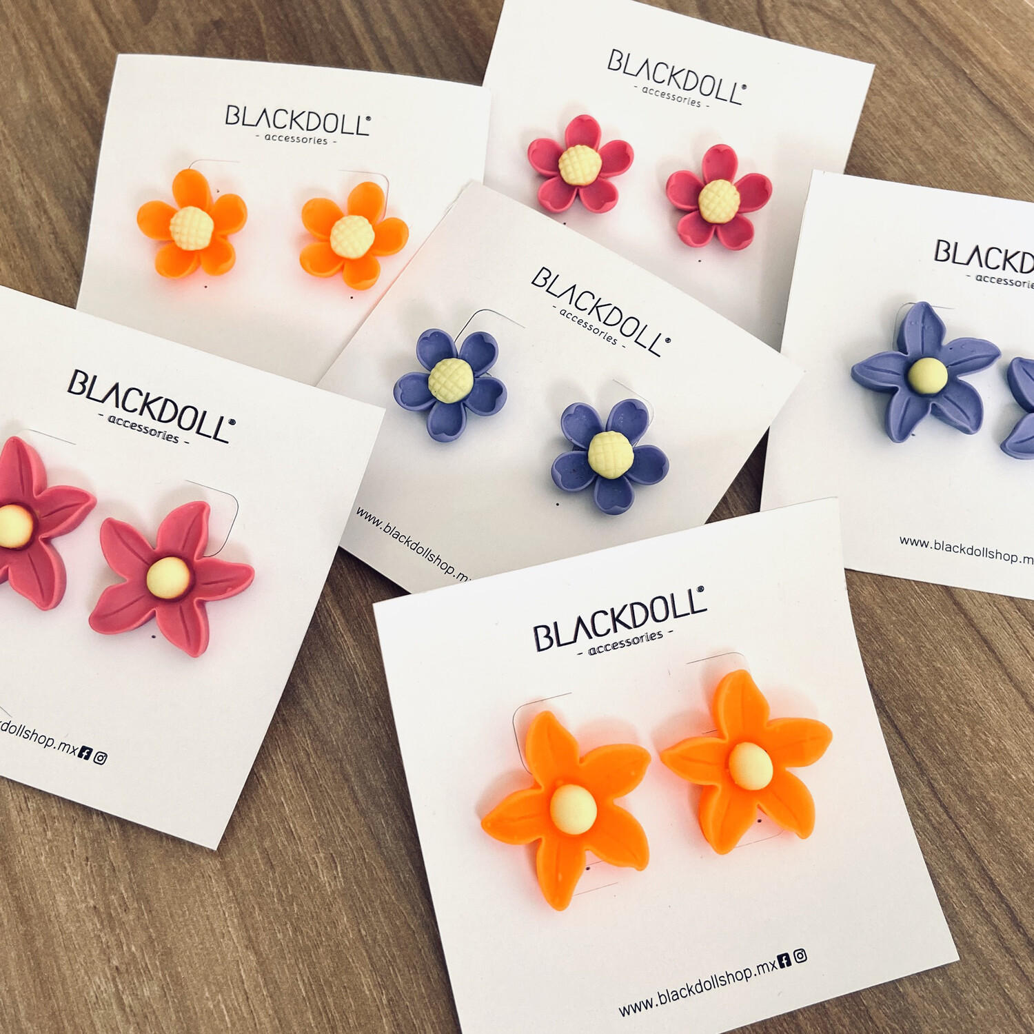 Aretes Flor Color - BLACKDOLL ACCESSORIES