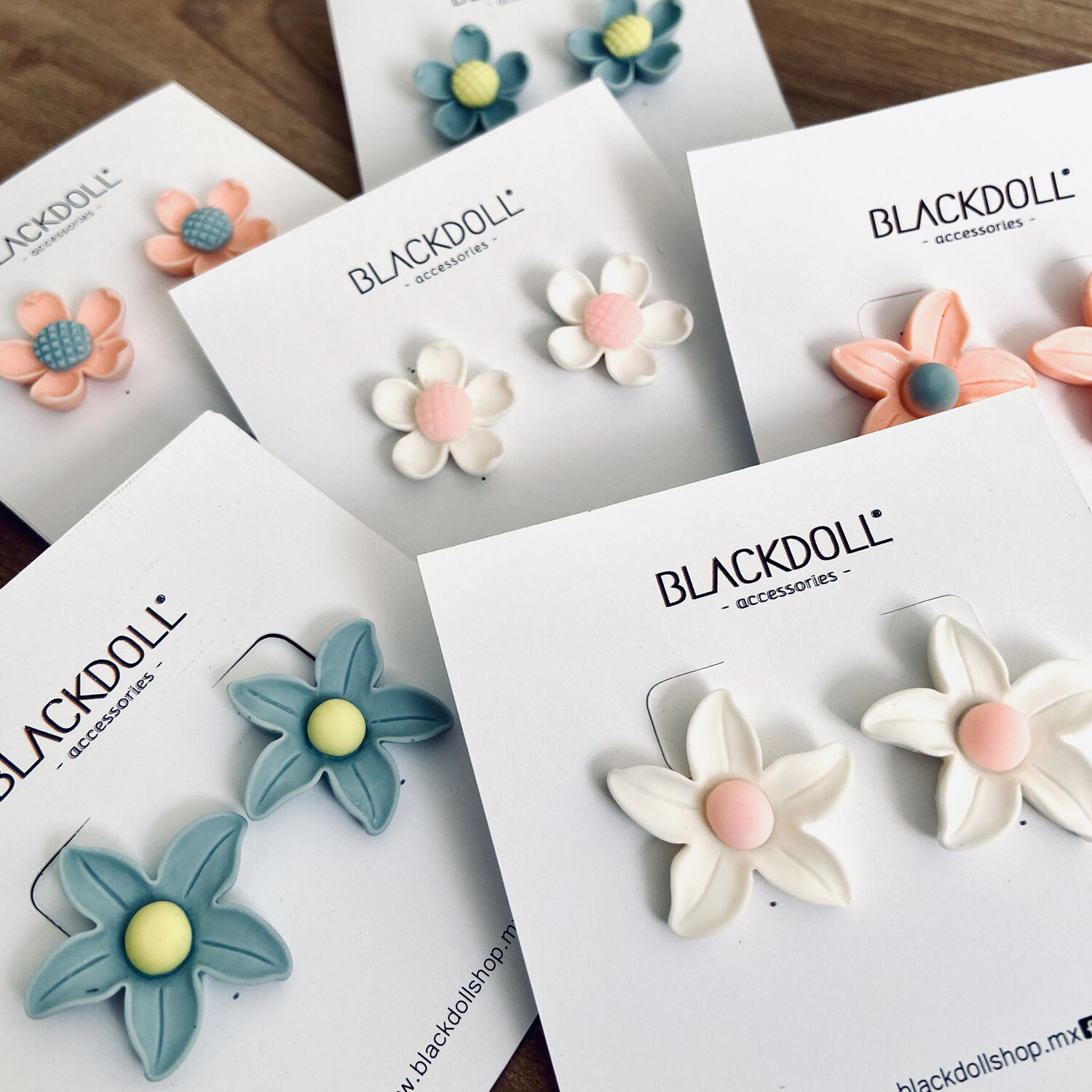Aretes Flores Pastel - BLACKDOLL ACCESSORIES
