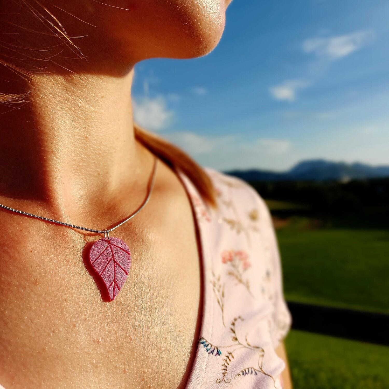 Mineralna ogrlica SVETLIKAJOČ LIST