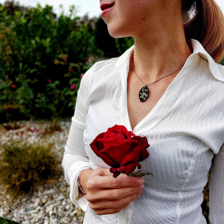 Cvetlično mineralna ogrlica black & white ELIPSA Z BEZGOM 1