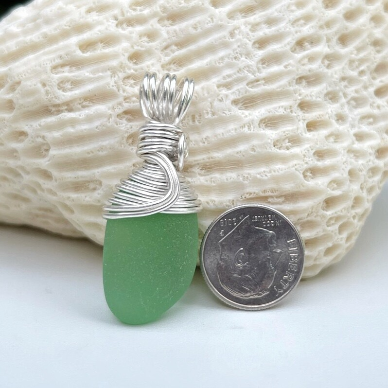 Kelly Green Sea Glass Pendant Necklace