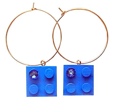 Dark Blue LEGO® brick 2x2 with a Blue SWAROVSKI® crystal on a Gold plated hoop