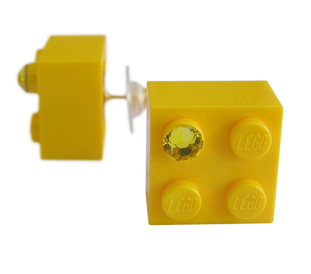 Yellow LEGO® brick 2x2 with a Yellow SWAROVSKI® crystal on a Gold plated stud/silicone back stopper